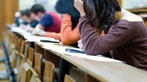 China condena a 6 por hacer trampa en examen