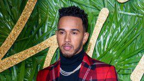 Lewis Hamilton critica la decisión del Vaticano de no bendecir las uniones homosexuales