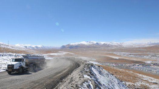 Principal contribuyente del presupuesto de Kirguistán, la mina de Koumtor emplea a 4.000 personas y representaba en 2020, según sus cifras, el 12,5% del PIB del país.
