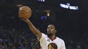 Durant y Thompson ayudan a Warriors a remontar ante Bulls