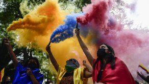 Las protestas se dan tras el descontento social que reina desde hace 10 días en las calles de Colombia.