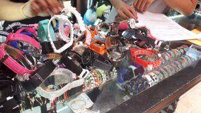 Decomisan miles de artículos falsificados en 5 locales comerciales en Los Andes