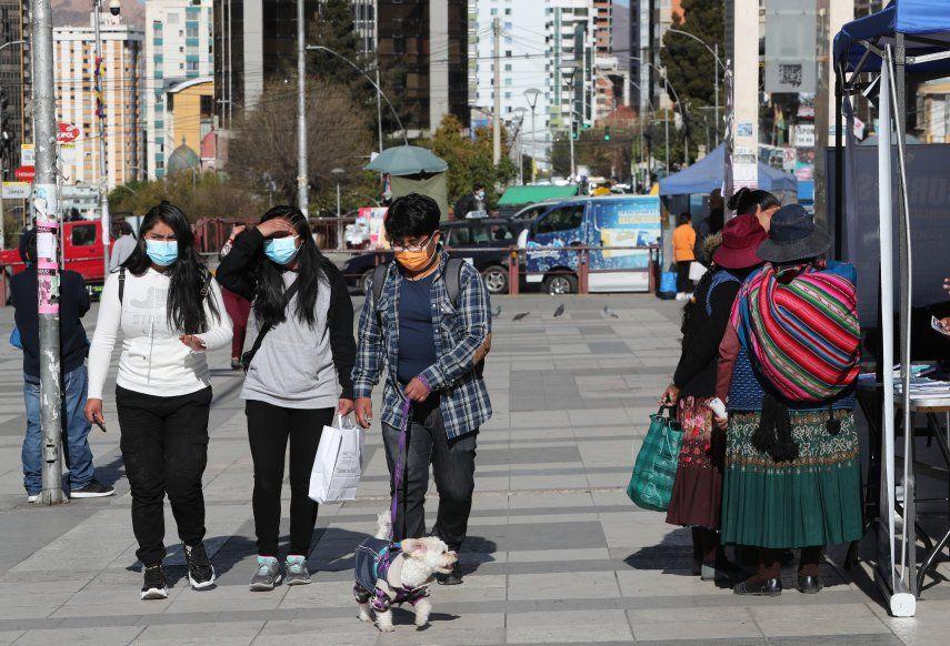 Bolivia inició la vacunación a fines de enero con los médicos en primera línea