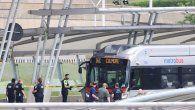 Vista de autoridades realizando labores de seguridad en inmediaciones de las oficinas del Pentágono, en Arlington, donde se registró un tiroteo, este 3 de agosto de 2021.