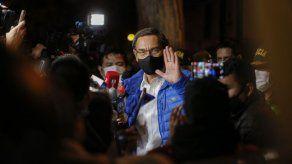 Vizcarra dice que deja la presidencia de Perú con la frente en alto