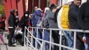 Solicitudes de ayuda por desempleo bajan levemente en EEUU