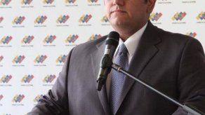 Rector electoral plantea comicios libres como solución a crisis venezolana