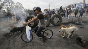 Ecuador sigue sin transporte; arrestan a líderes