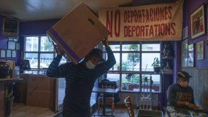 Familia mexicana cocina para los pobres de Nueva York en pandemia