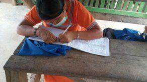 """Un total de 1,839 panameños han aprendido a leer y escribir a través del programa del Mides """"Muévete por Panamá, Yo sí Puedo""""."""