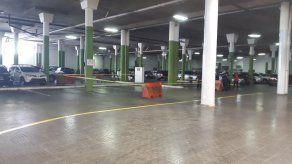 Hombre es herido de bala en estacionamiento de supermercado de la 12 de Octubre