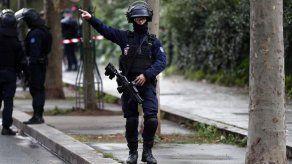 Cuatro personas heridas por arma blanca junto a antigua sede de Charlie Hebdo