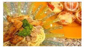 Spaghetti en salsa blanca / Pan con tomate
