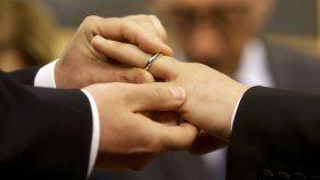 Veto a bendición de parejas gays enoja a católicos en Asia