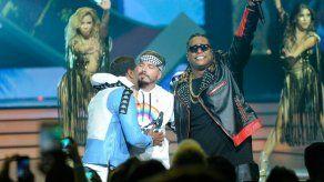 Zion & Lennox inician nueva etapa en su carrera con el sencillo Hola