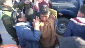 Bolivia recibe a nueve ciudadanos expulsados desde Chile y aviva tensiones