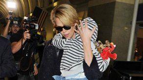 Charlize Theron solo quiere pasar tiempo con su hijo