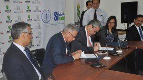 Minsa y CSS firman adenda complementaria con gremios médicos