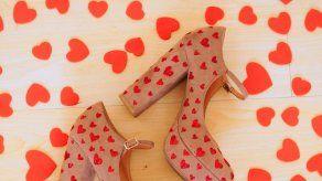 Decora tus zapatos para San Valentín