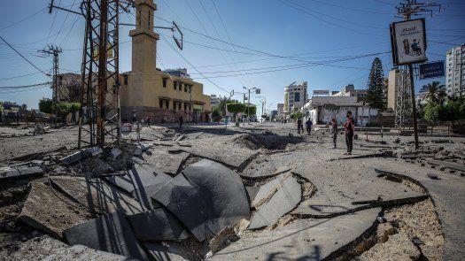 Daños tras bombardeos en respuesta a las ráfagas de cohetes que lanzaron esta tarde las milicias palestinas desde Gaza.
