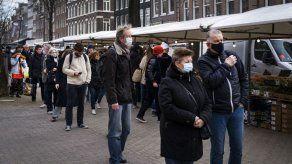 OMS llama a reforzar controles en Europa ante nueva variante del coronavirus