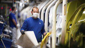 Caen ganancias de Volkswagen pero prevé recuperarse este año