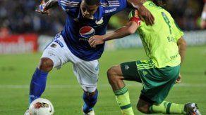 Román Torres evoluciona bien de su leve lesión en la rodilla