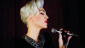Cantante de jazz Karen Souza defiende apertura en géneros musicales
