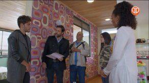 Héctor y Agustín llegan a la casa de Sol. Agustín le dice a su hijo Andrés que le debía unas disculpas a Héctor.