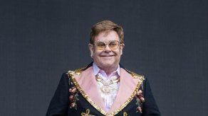 Elton John tiene una colección de huevos de Fabergé mayor que la del Kremlin de Moscú