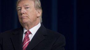 Trump ataca a autor de libro crítico y sus aliados lo llaman genio político