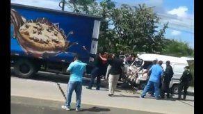 Al menos 2 heridos en aparatoso accidente en la Vía Interamericana