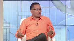 """Transportista reconoce que """"hay que cambiar actitudes para mejorar servicio"""" de taxi"""