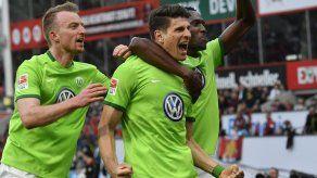 Pese a triplete de Gómez Wolfsburgo empata con Leverkusen