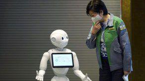 Ryanair planea recorte de empleos; usan robots en Tokio