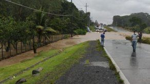Desbordamiento del río Campana afecta tránsito en la Vía Interamericana