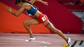 Gianna Woodruff clasifica a los Juegos Olímpicos con un tiempo de 55.02s en los 400m vallas