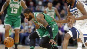 Irving y Curry no volverían hasta los playoffs