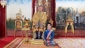 La Casa Real de Tailandia publica fotos oficiales de la consorte del rey