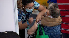 Para frenar los contagios de covid-19, el 90 % de la población en Chile se encuentra en cuarentena total.