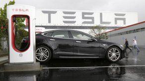 Pérdidas de Tesla se triplican debido a inversiones