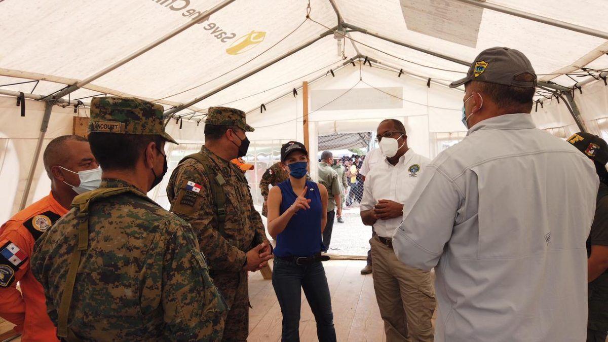 La canciller Erika Mouynes realizó una inspección en la estación de recepción migratoria de San Vicente, en Darién, para conocer cómo son atendidos los migrantes en las instalaciones de acogida.