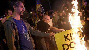 Miles de independentistas repudian visita del rey de España a Barcelona