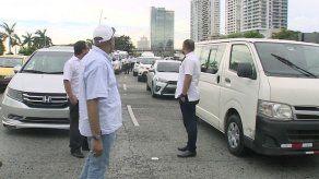 Conductores de turismo realizan caravana por falta de respuesta de ATTT sobre Uber