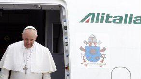 El Papa dice que no juzgará a sacerdotes gays