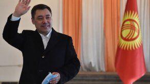 Zhapárov gana las elecciones y kirguises dan la espalda al parlamentarismo