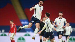 Inglaterra supera 2-1 a Polonia y se afianza como líder de su grupo