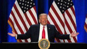 Trump también reiteró sus infundadas afirmaciones de fraude electoral en las elecciones de 2020, acusaciones que han sido rechazadas por jueces, funcionarios electorales y algunos líderes republicanos como McConnell.