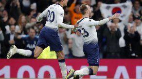 Gol postrero de Eriksen salva a Tottenham