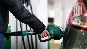 Precio de la gasolina bajará desde este viernes